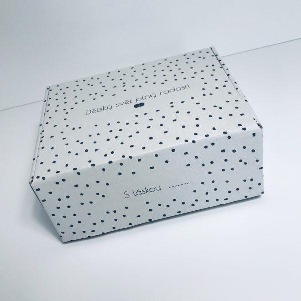 Dárková krabička s hrníčky, plenkami a dětským body